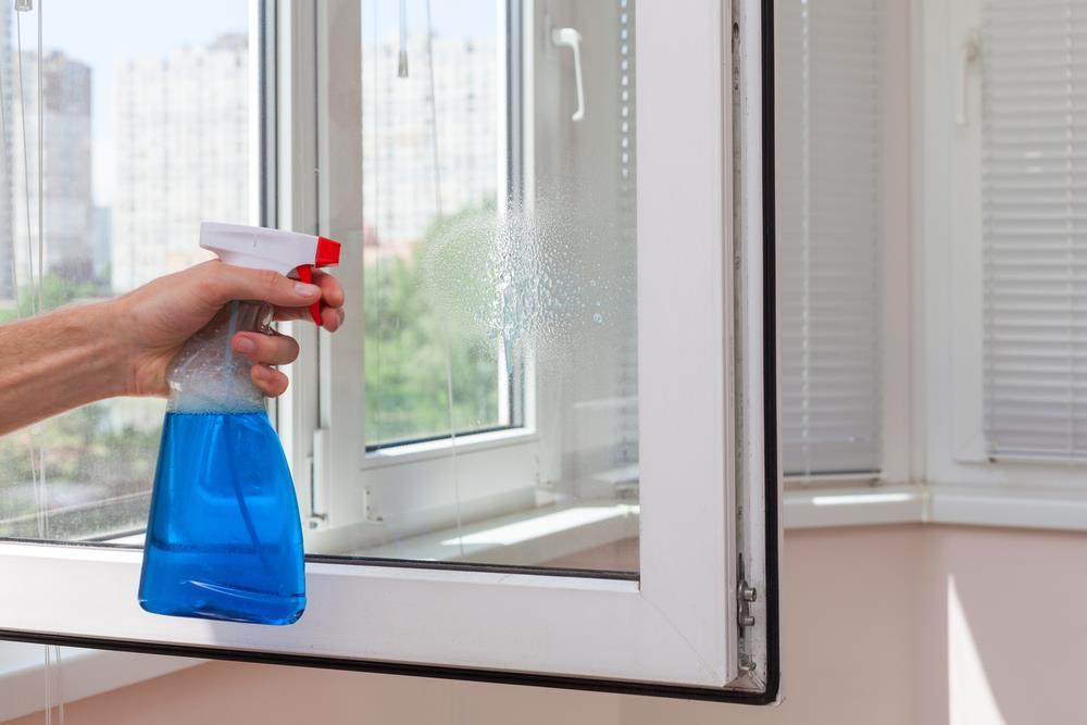 Как мыть пластиковое окно без разводов в домашних условиях 635