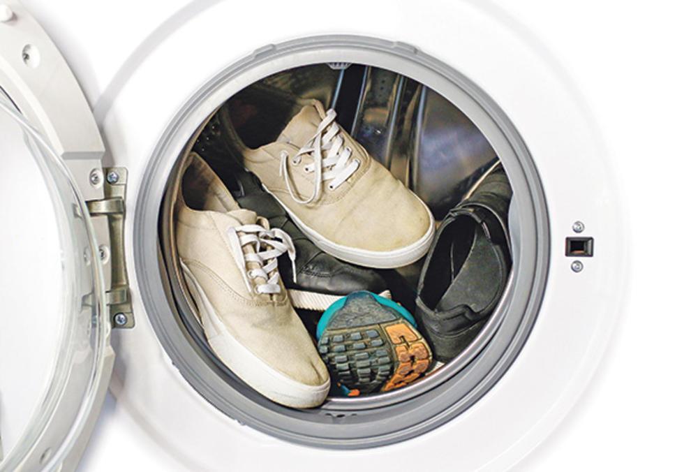 Стирка кроссовок в стиральной машине и вручную — Все правила