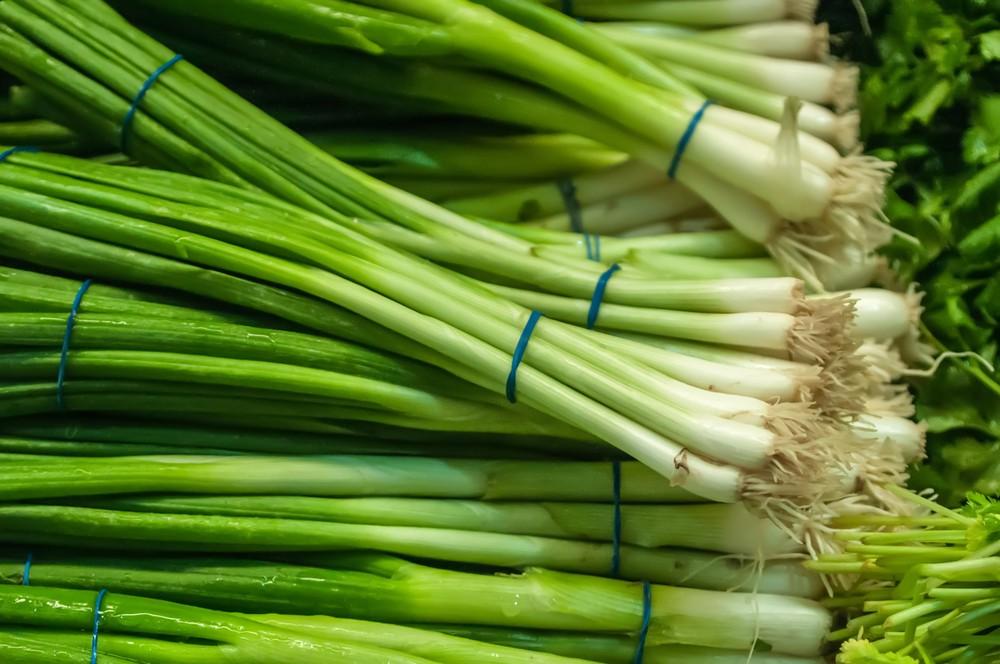 kak-hranit-zelenyj-luk-v-holodilnike (2)