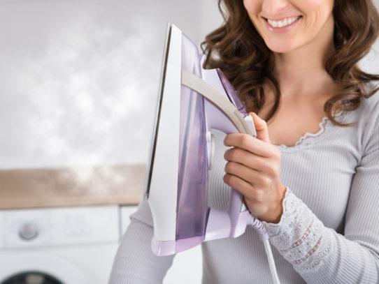 Как очистить утюг от накипи внутри — Лучшие средства