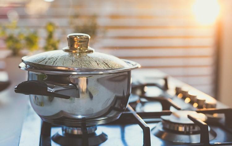 Идеи, как отмыть пригоревшую кастрюлю — Лучшие методы