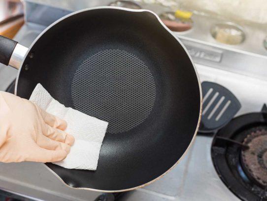 Как отмыть от нагара сковороду быстро и эффективно