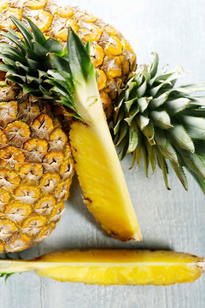 kak-pravilno-chistit-ananas (1)