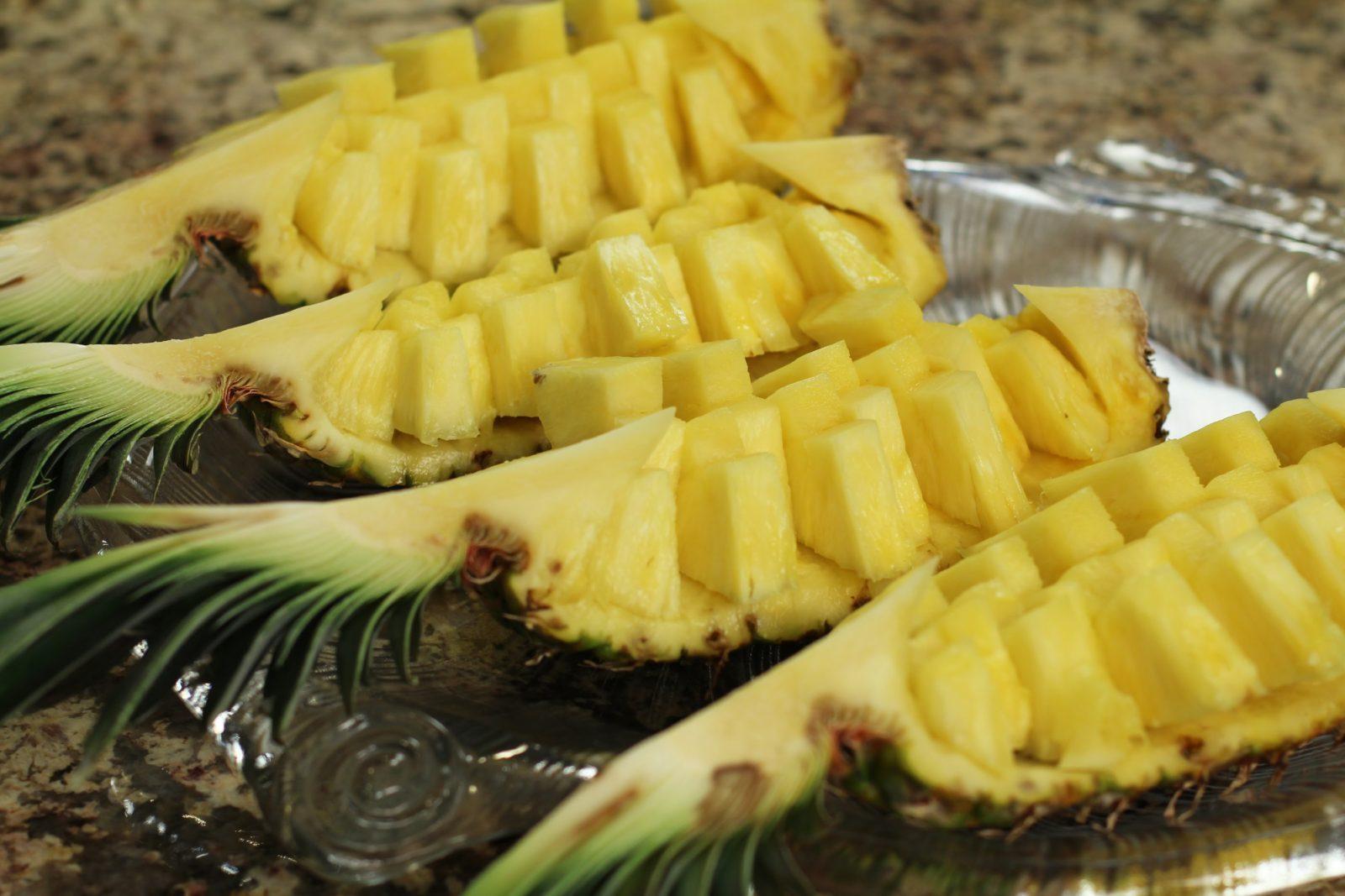 kak-pravilno-chistit-ananas (5)