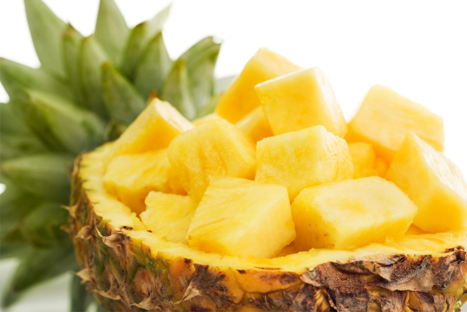 kak-pravilno-chistit-ananas (8)