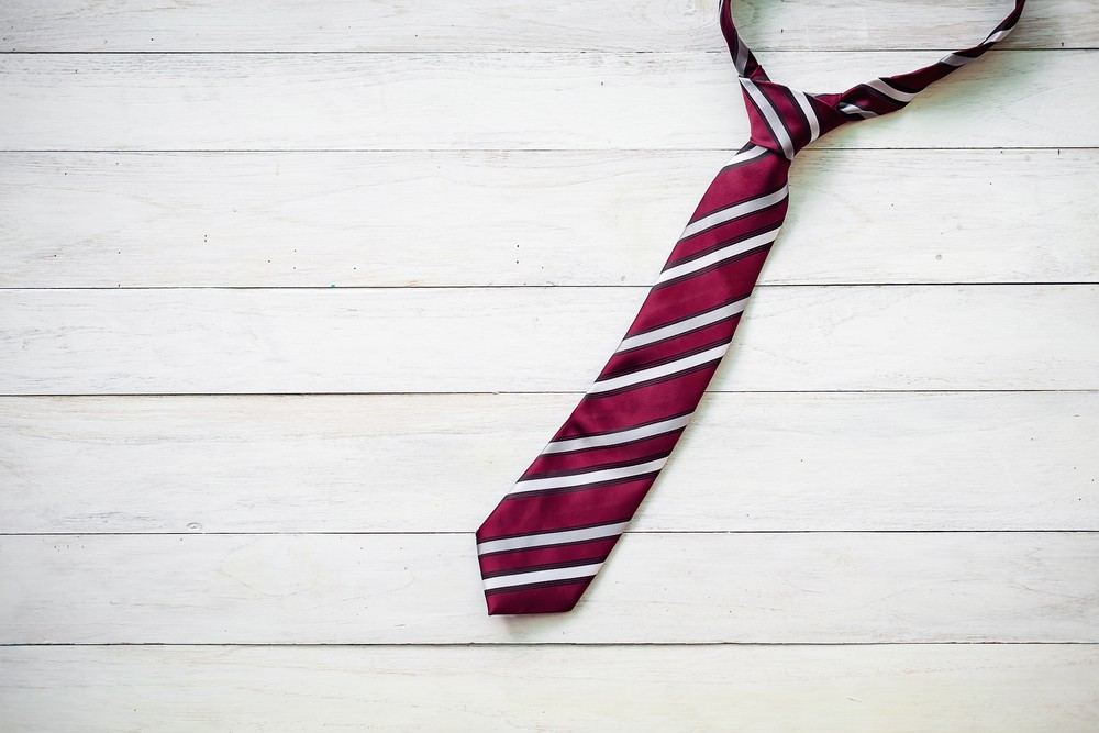 Как стирать галстук и можно ли это делать? — Уход в домашних условиях