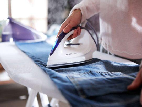 Нужно ли гладить джинсы и как это правильно делать? — Уход после стирки