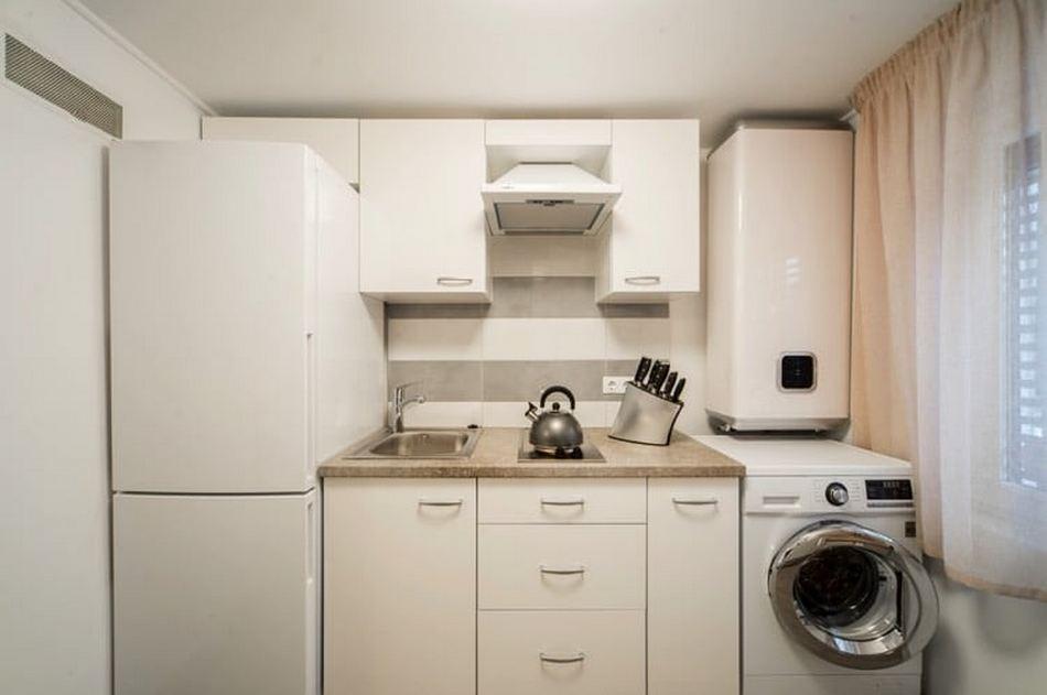 Почему воняет стиральная машинка тухлой водой, и что делать?