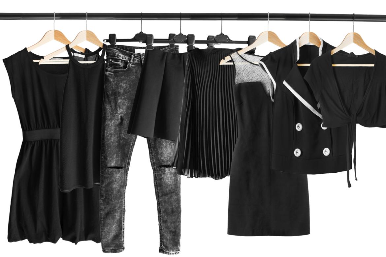 Как стирать черные вещи правильно, чтобы не потеряли цвет? — Лайфхаки