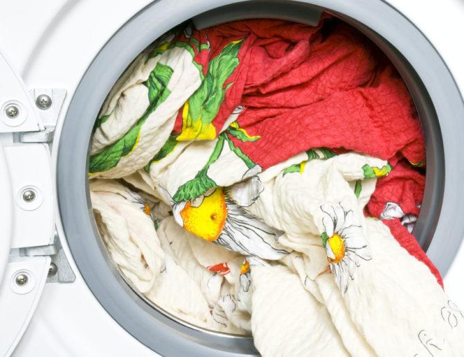Как постирать одеяло — Можно ли в стиральной машине?