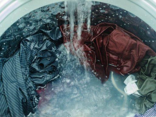 Стираем полиэстер правильно: можно ли в стиральной машине. Как не испортить вещи (куртку, пуховик, пальто).