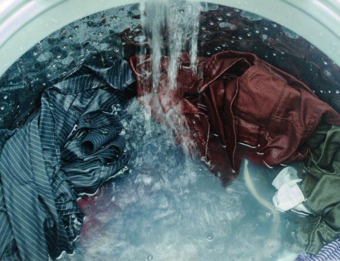 Как стирать полиэстер правильно: можно ли в стиральной машине. Как не испортить вещи (куртку, пуховик, пальто).