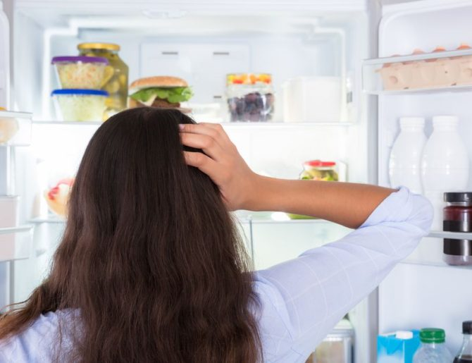 Как убрать неприятный запах из холодильника — Лучшие средства