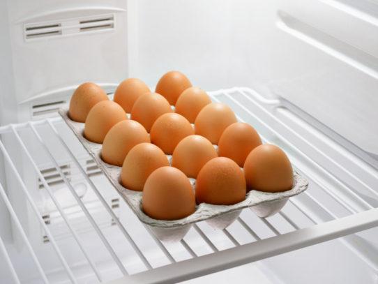Как хранить вареные и сырые яйца в холодильнике — Все секреты