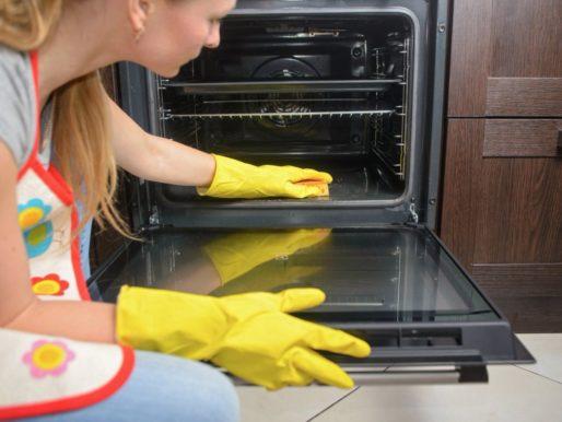 Чем почистить духовку от нагара — От жира ни следа!