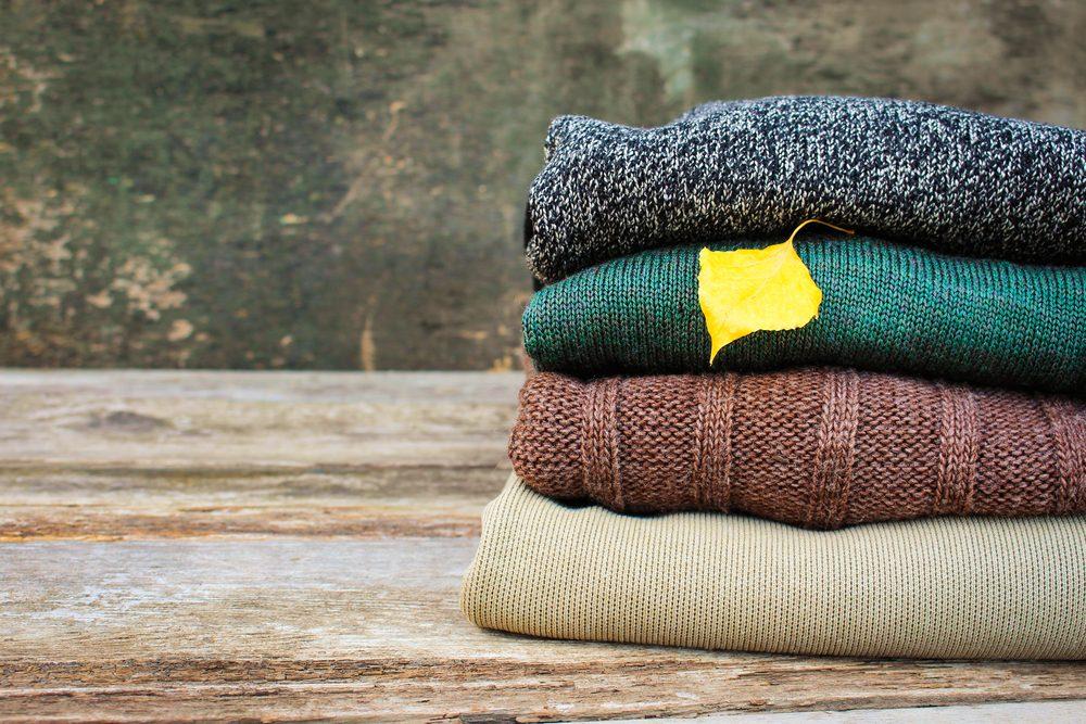 Как быстро убрать катышки с одежды в домашних условиях — Реанимируем гардероб