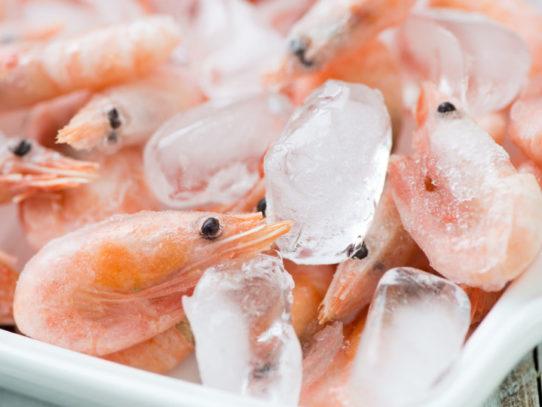 Как варить креветки замороженные неочищенные правильно и быстро — Лучшие рецепты